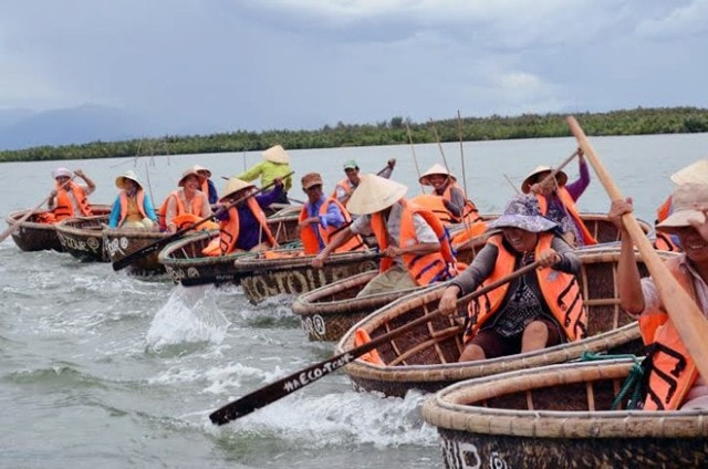 basket boat ride in bay mau coconut forest