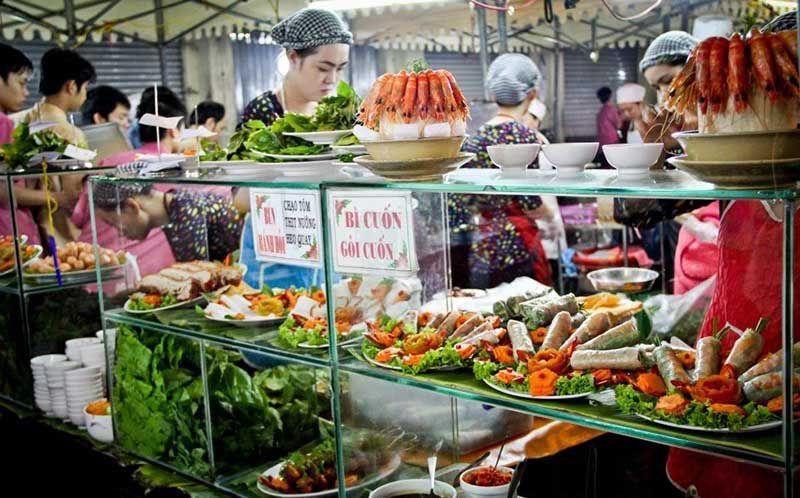 ben thanh night market food stalls