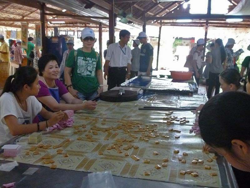 ben tre coconut candy workshop