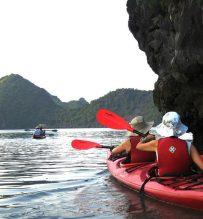 kayaking halong