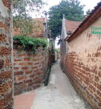 Duong Lam village walls
