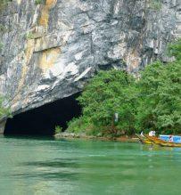 boat to Phong Nha