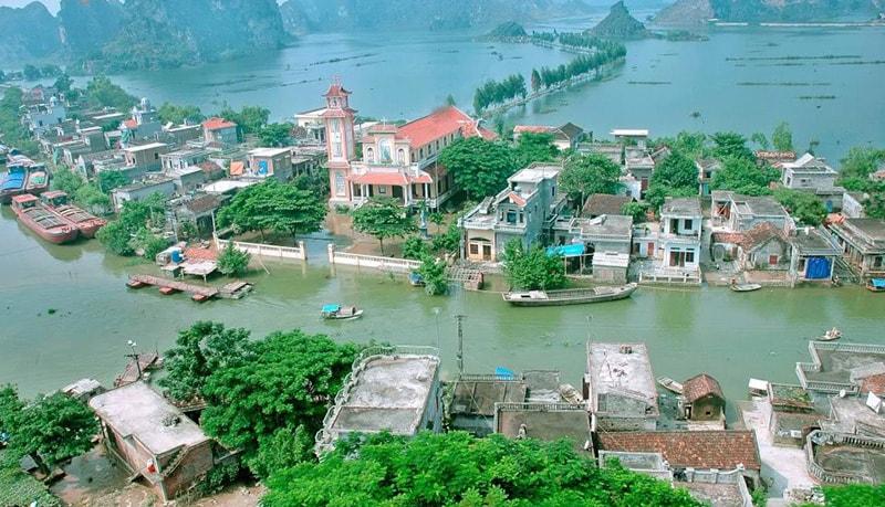 Kenh Ga floating market