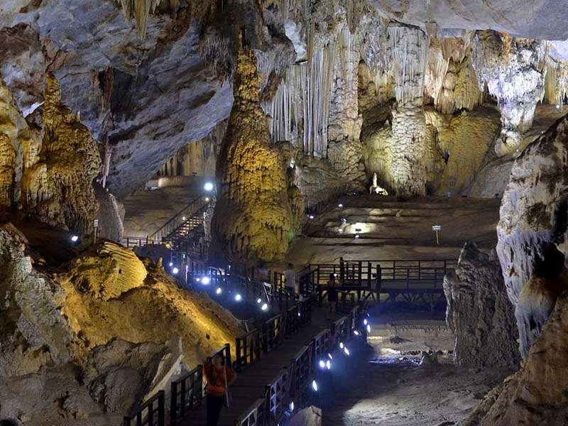 pradise cave vietnam